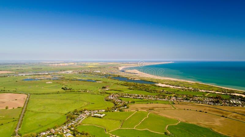 Flygfotografering av camber- och råghamnen i östliga Sussex royaltyfria bilder