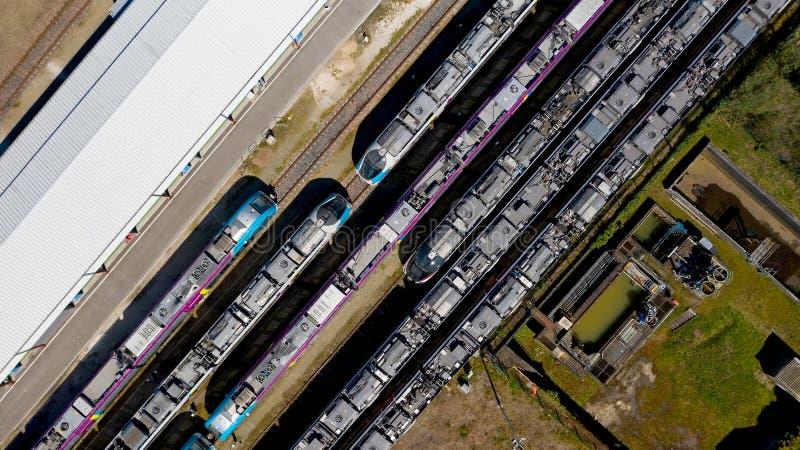 Flygfotografering av drev i den Nantes Blottereau stationen arkivbilder