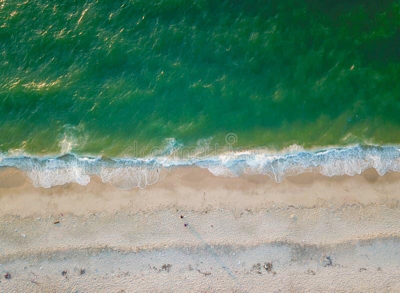 Flygfotografering vid ett surr Closeupen av stranden och sand beskådar eller luftar uppifrån fotografering för bildbyråer