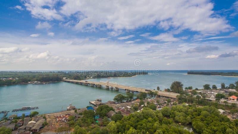 Download FlygfotograferingSarasin Bro Phuket Arkivfoto - Bild av oklarhet, vatten: 106835864