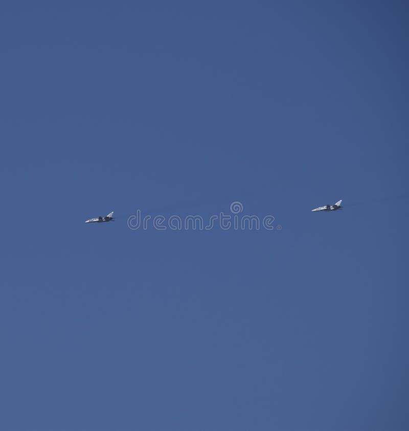 Flygkämpe i himlen fotografering för bildbyråer
