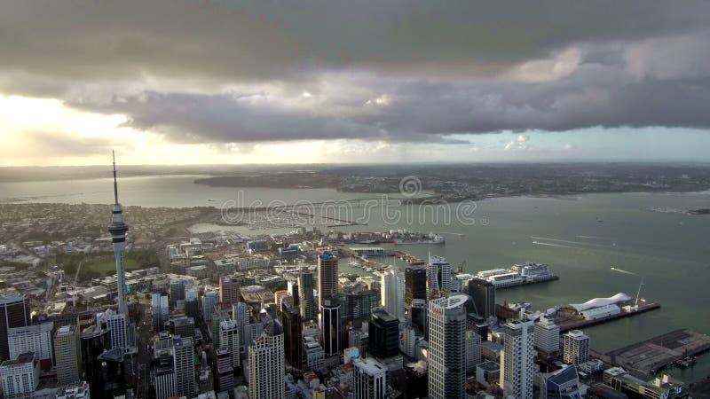 Flygning över Auckland Nya Zeeland arkivfoton