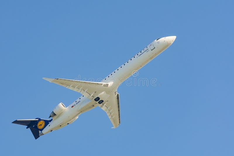 Flygplan av höjd för Lufthansa Regional CityLine flygbolagvinster arkivfoton