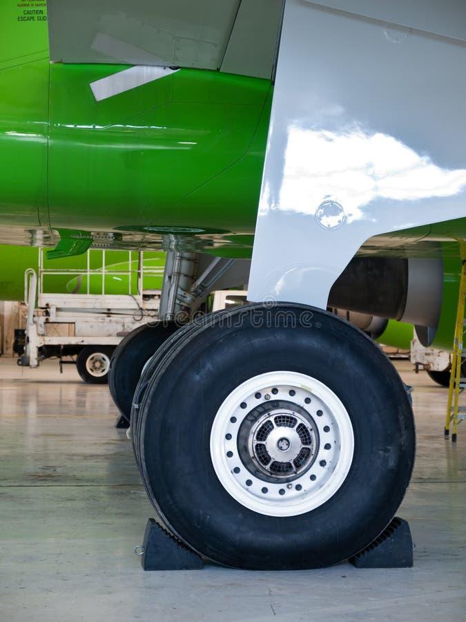 flygplan details kugghjullandninghjulet royaltyfria foton