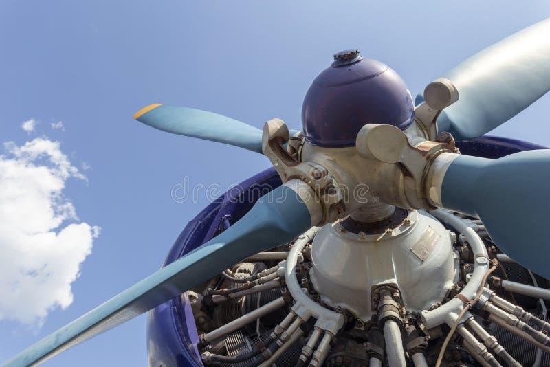 Flygplan för Antonov An-2 biplanpropeller i Aeroparken, Budapest royaltyfria foton