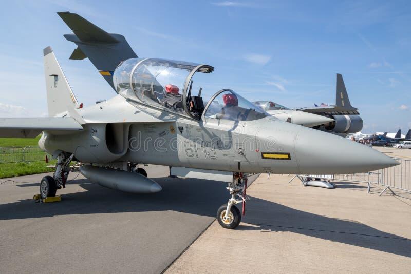Flygplan för instruktör för Alenia Aermacchi M-346 förlage militärt royaltyfri bild