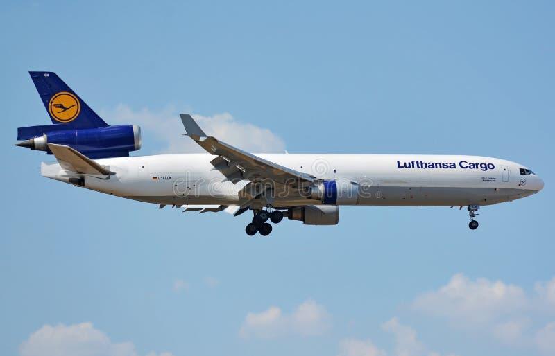 Flygplan för last för frighter för Lufthansa last MD-11 fotografering för bildbyråer
