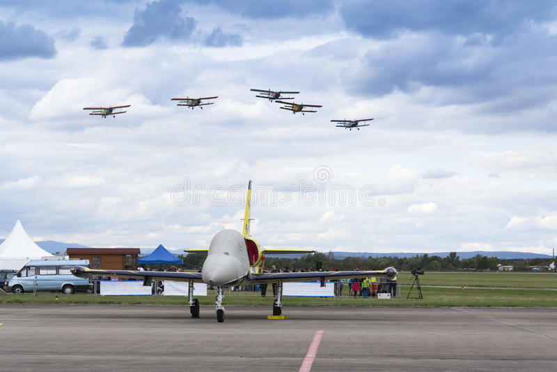 Flygplan för reklamblad för schweizarePilatus Warbird aerobatic lag P3 royaltyfria bilder