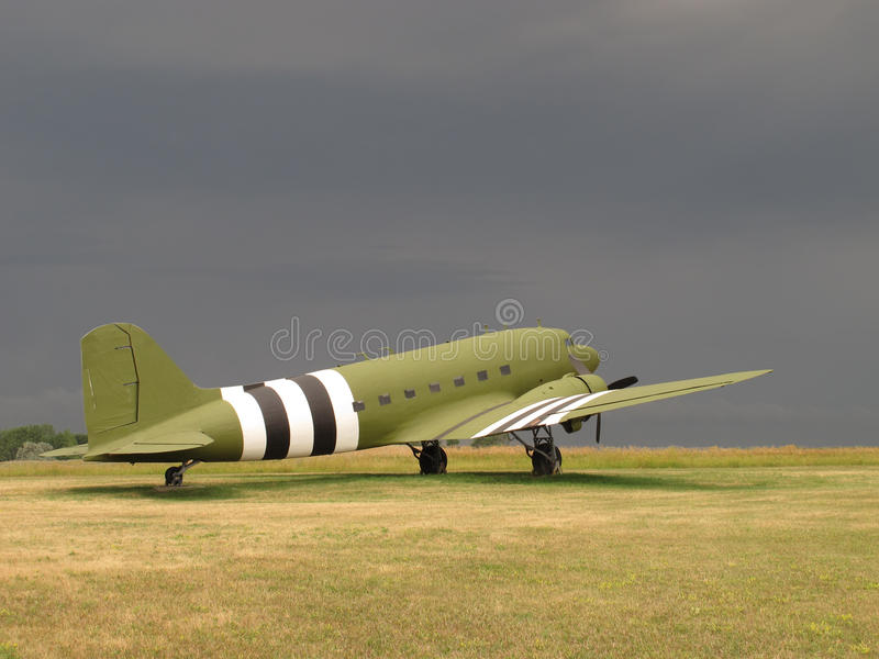 Flygplan för transport för tappningC-47 militärt royaltyfria bilder