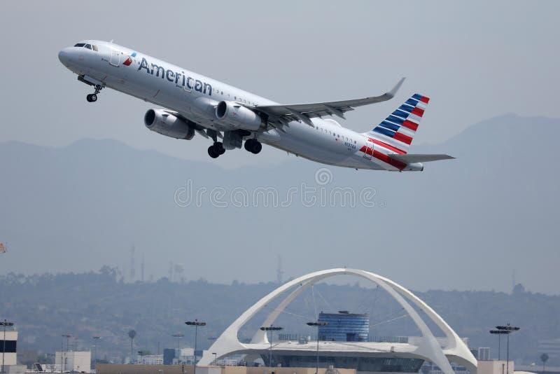 Flygplan från Nya Zeeland som taxar på Los Angeles flygplats arkivbild