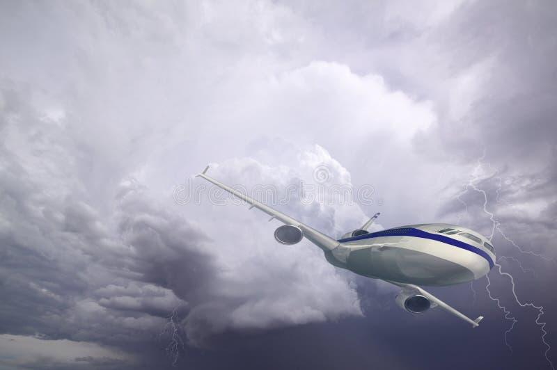 Flygplan med dramatisk himmel och blixt som flyger på dåligt väder med mörka moln royaltyfria bilder