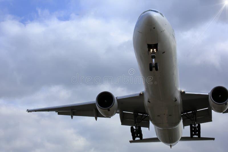 Flygplan och himmel i Japan royaltyfri bild
