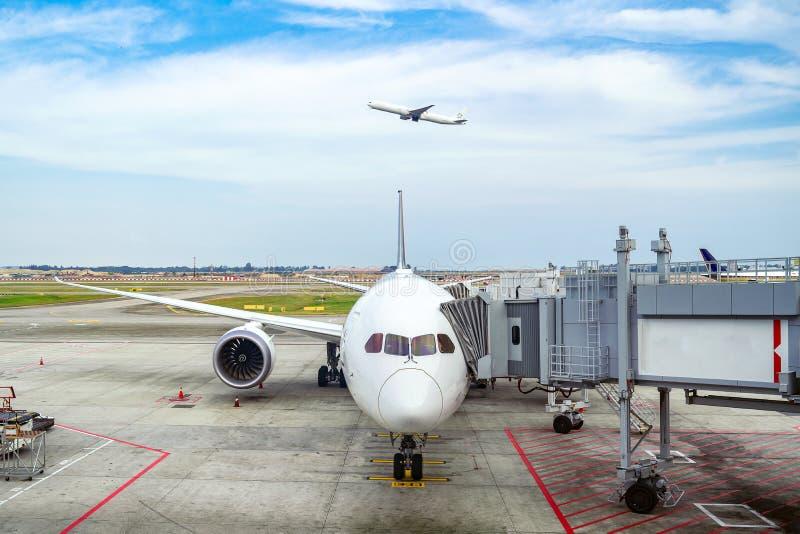 Flygplan- och Melbourn flygplats royaltyfri fotografi