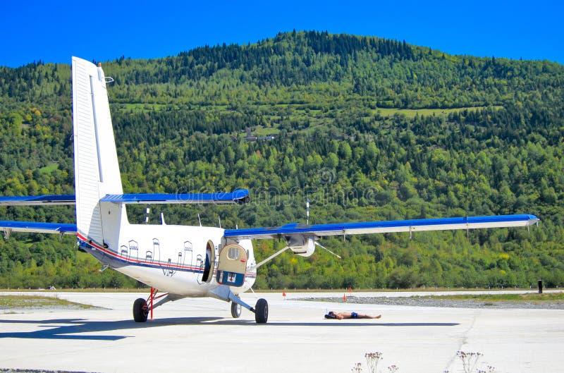 Flygplan och pilot, Georgia royaltyfri foto