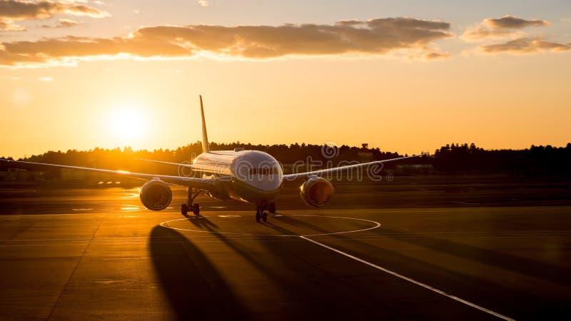 Flygplan som ankommer arkivfoton
