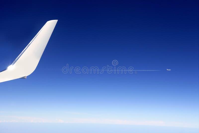flygplandetalj som high flyger upp vingen arkivfoto