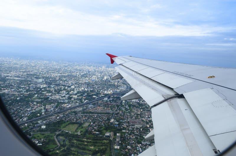 Flygplanet tar av arkivfoto