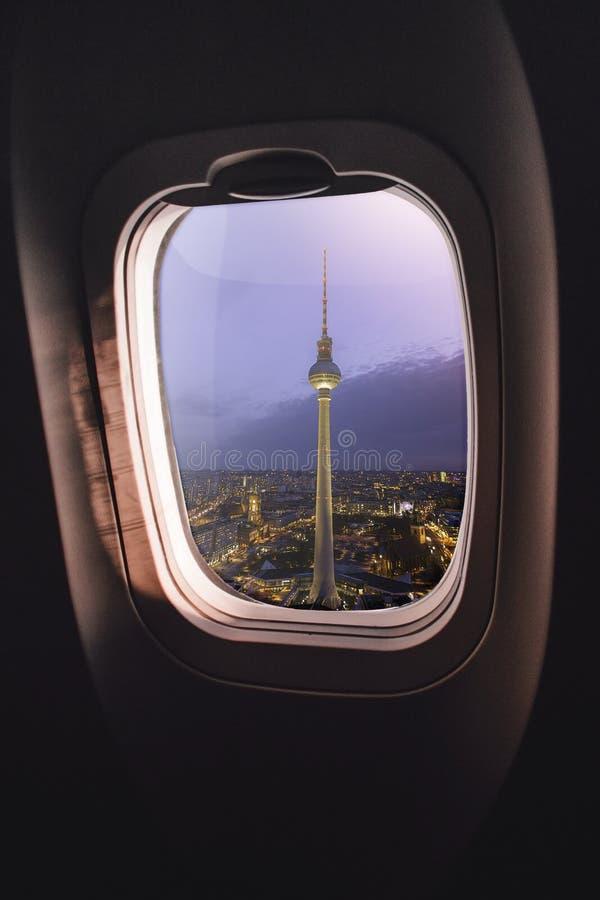 Flygplanfönster Berlin royaltyfria bilder