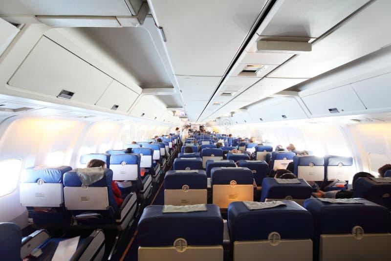 flygplankabinpassagerare royaltyfria bilder