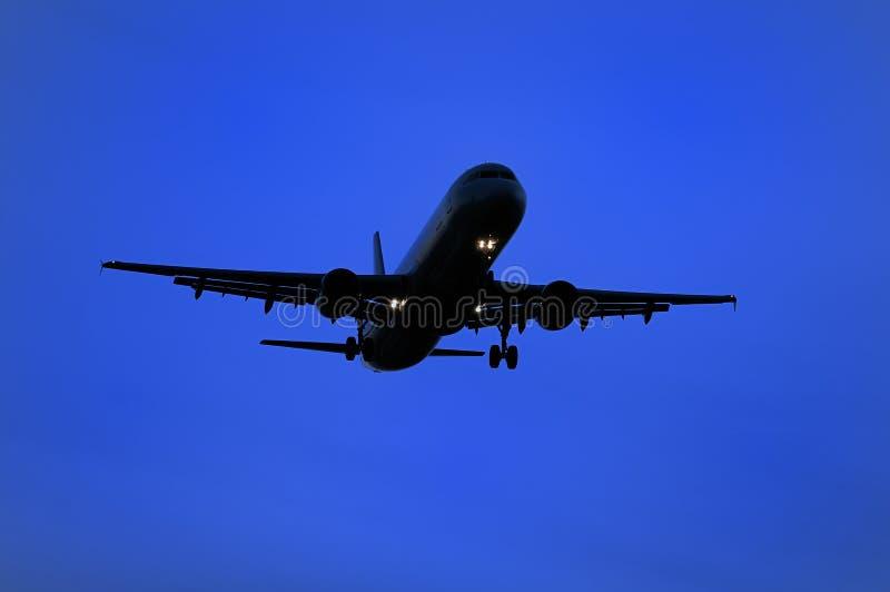 flygplanland som förbereder sig till royaltyfria foton
