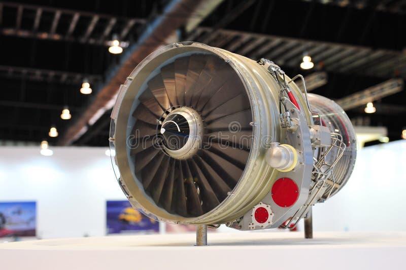 Flygplanmotor på skärm på ST-teknikbåset på Singapore Airshow 2012 royaltyfri foto