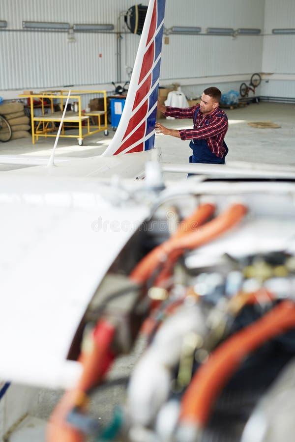 Flygplanreparationen shoppar fotografering för bildbyråer
