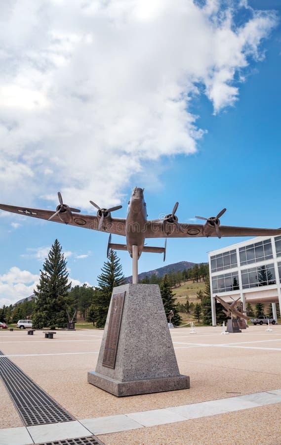 Flygplanskulptur på Förenta staternaflygvapenakademin i Colorad fotografering för bildbyråer