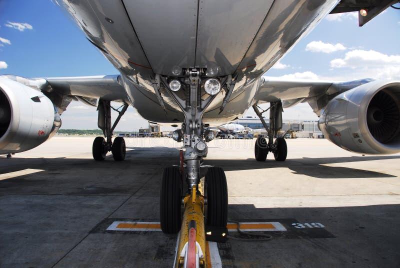 flygplanstrålunderbelly royaltyfri fotografi