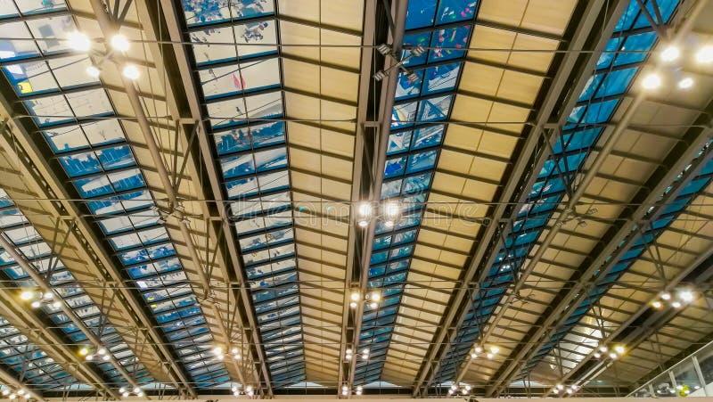 Flygplats byggd struktur, konstruktionsbransch, exponeringsglas - material, bransch arkivfoton