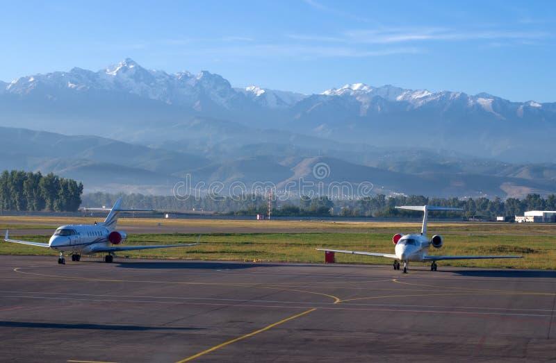 Flygplats i Almaty, Kasakhstan. arkivfoton