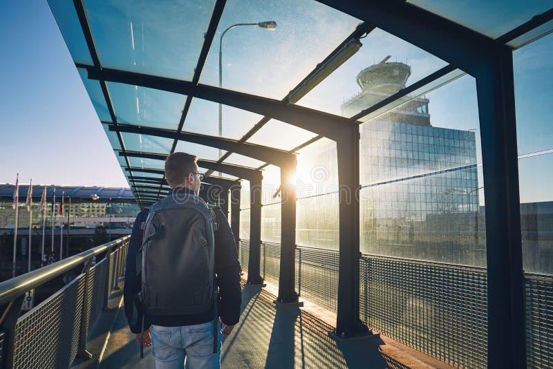 Flygplats på solnedgången royaltyfri fotografi