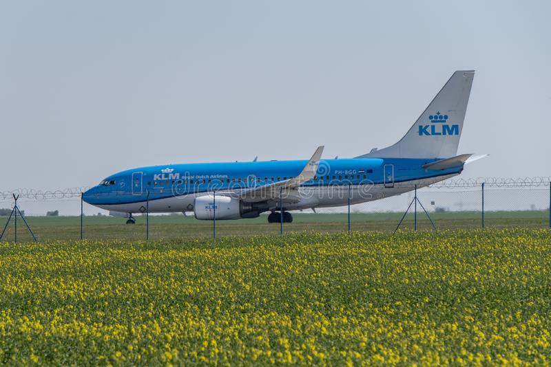 Flygplats Prague Ruzyne-LKPR, Boeing 737 KLM royaltyfria foton