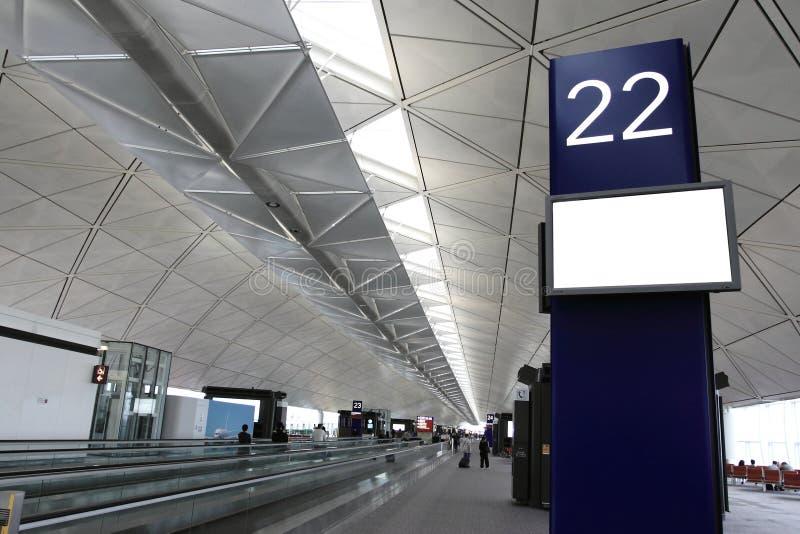 flygplatsaffischtavlamellanrum arkivbild