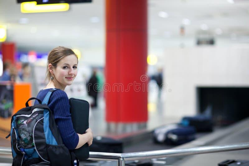 flygplatsbagageåterkräva arkivbild