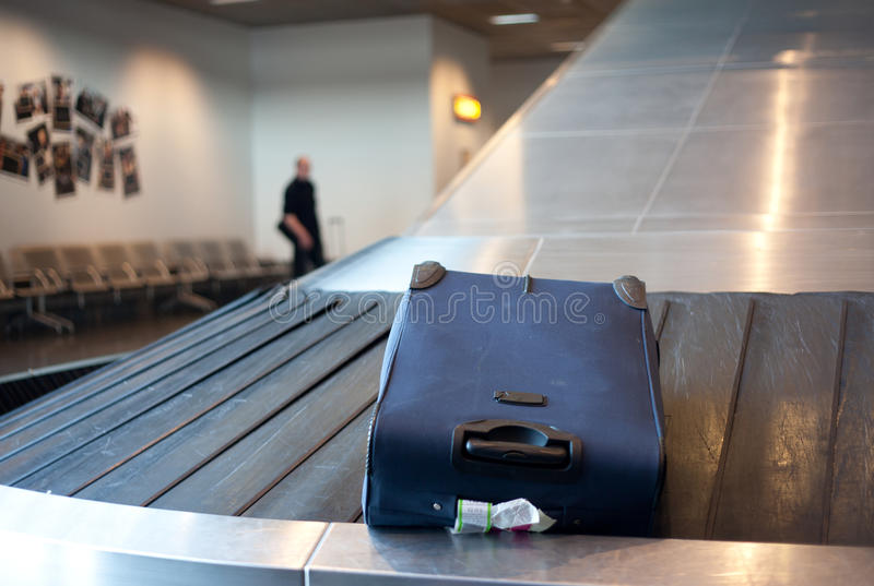 Flygplatsbagagereklamation royaltyfria foton