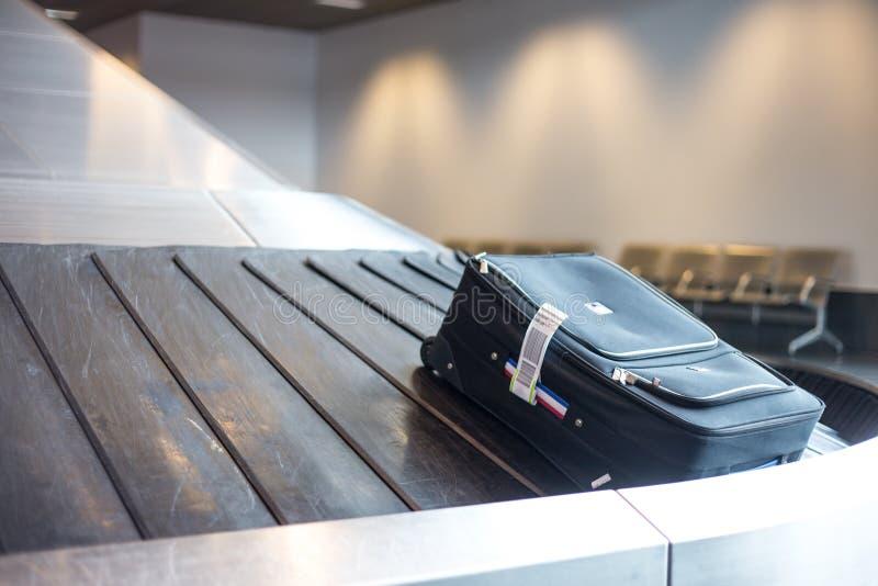 Flygplatsbagagereklamation royaltyfri foto