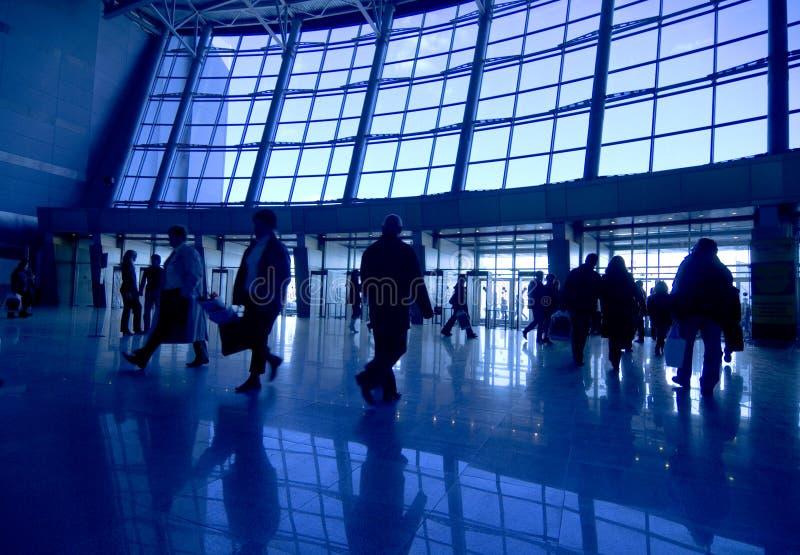 flygplatsfolksilhouettes arkivfoto