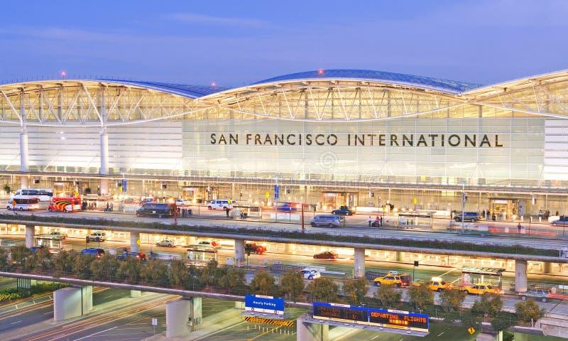 flygplatsfrancisco internationell san skymning arkivfoto