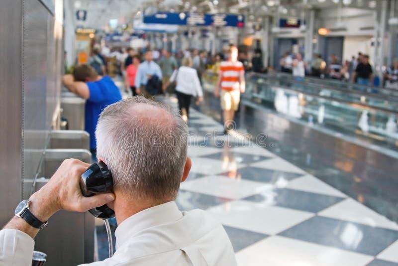 flygplatshandelsresande royaltyfria bilder