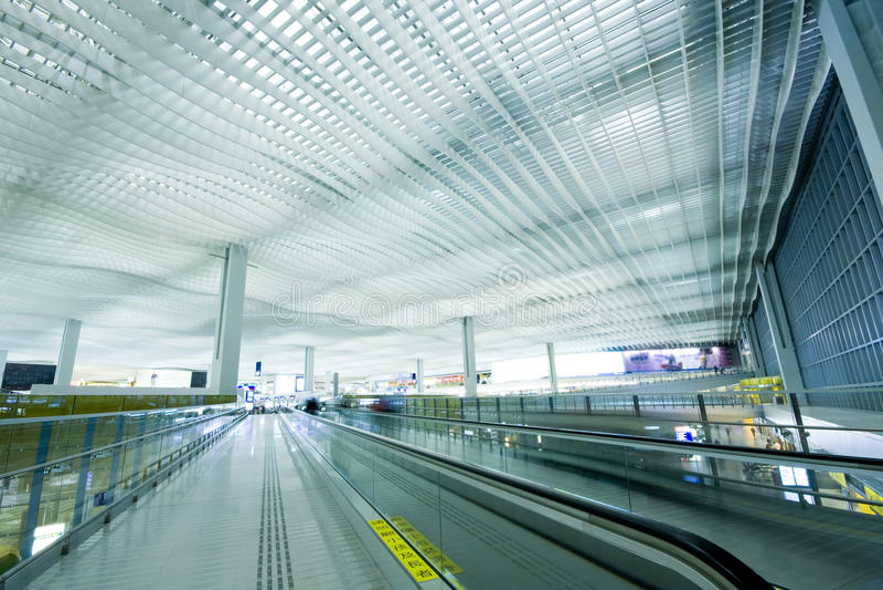 flygplatskorridorHong Kong strömförsörjning royaltyfri foto