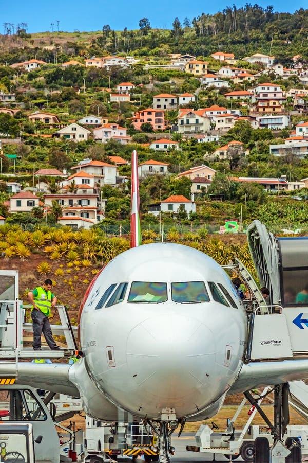 Flygplatsmadeira - flygbuss A320 royaltyfri foto