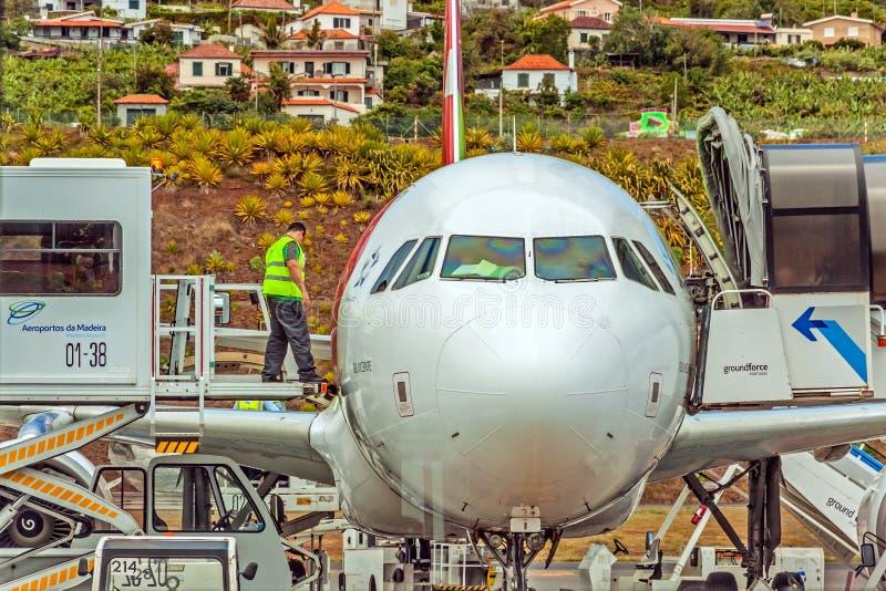 Flygplatsmadeira - flygbuss A320 royaltyfri fotografi