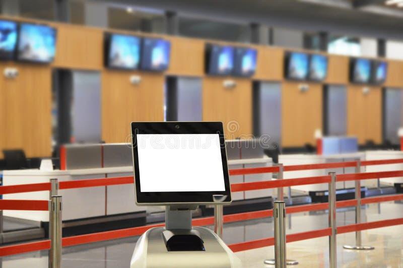 Flygplatsonline-själv - incheckningkiosk arkivbilder