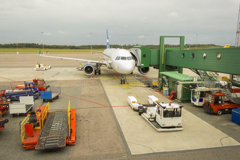 Flygplatsparkeringsterminal arkivfoton