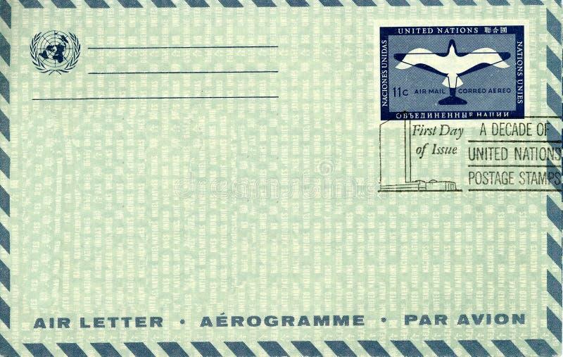 flygpost kuverttappning royaltyfri fotografi