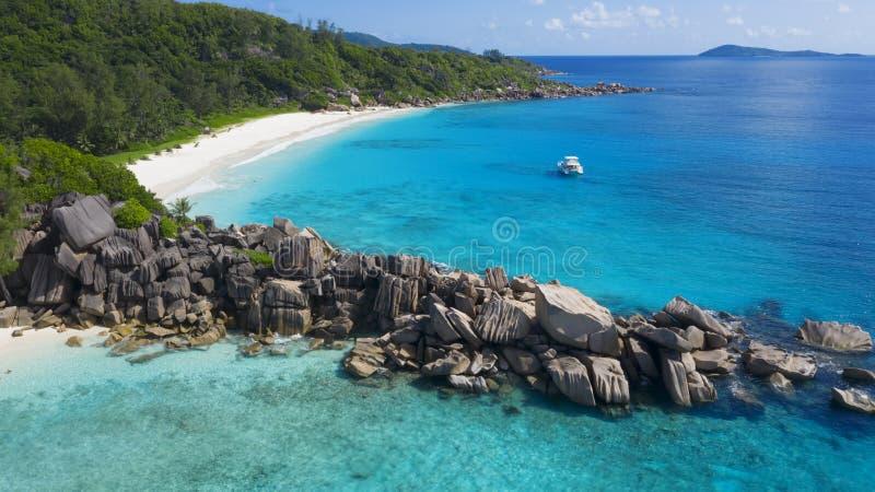 Flygskjutning i tropiska områden på jorden Seyshelles royaltyfri foto