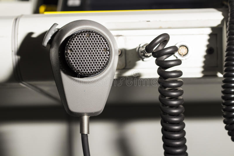 Flygtrafikkontrollant och mikrofon royaltyfri foto