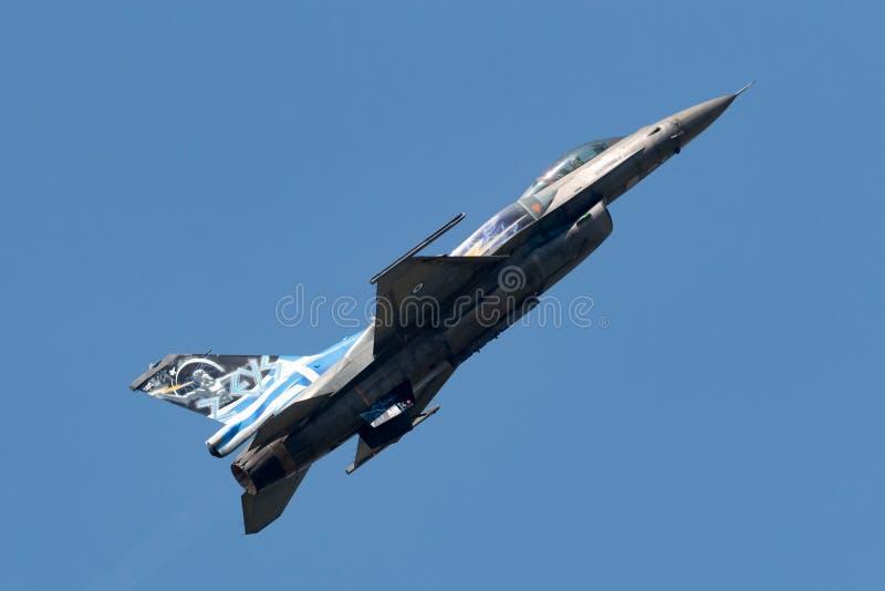 FlygvapenLockheed Martin för grekiskt flygvapen som hellensk F-16 slåss falkkämpeflygplan från det Zeus demonstrationslaget arkivbild
