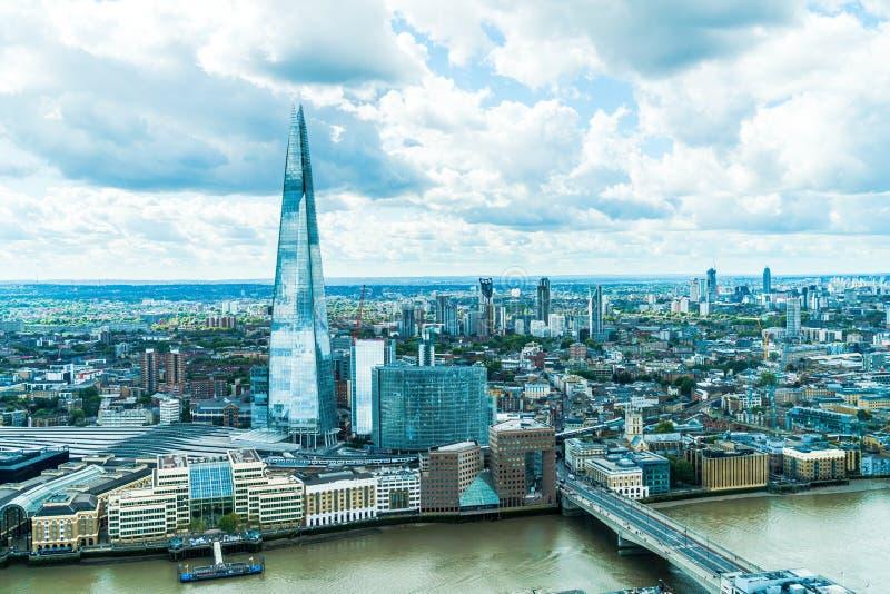 Flygvy London City med floden Thames royaltyfri bild