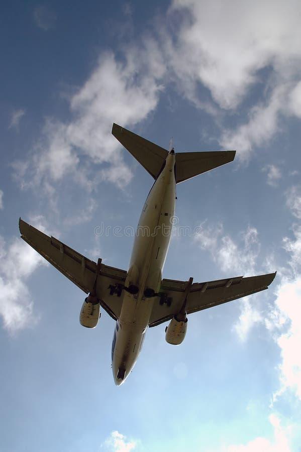 flying plane standing under στοκ εικόνες με δικαίωμα ελεύθερης χρήσης